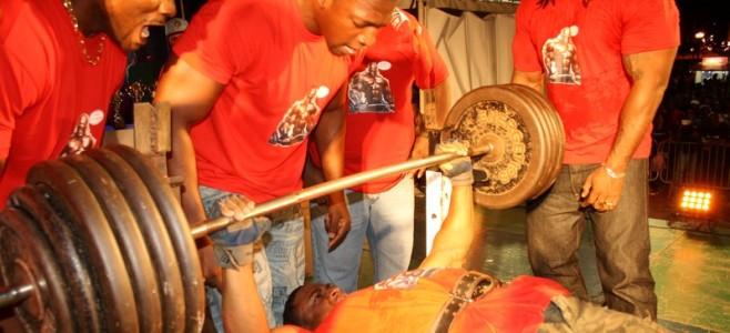 Concours « développé-couché » de la Ville de Cayenne : un spectacle haletant tout en muscle.