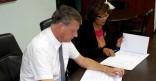 Signature d'une convention d'entretien des places des Palmistes et Léopold Héder