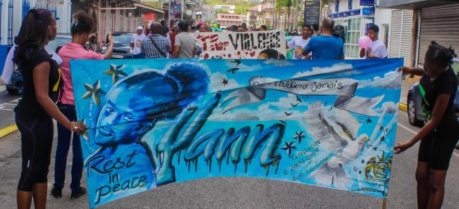 Une marche contre la violence en hommage à Yann
