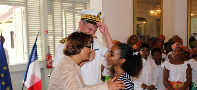 Participation du Maire à une cérémonie de naturalisation dans les salons de l'Hôtel Préfectoral