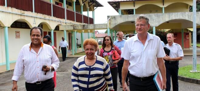 Visite du lycée Félix Eboué : les violences au sein et aux abords des établissements scolaires en question