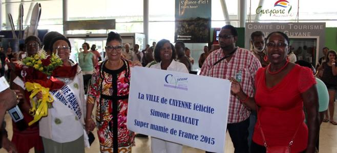 Comité d'accueil pour l'arrivée de super mamie France 2015