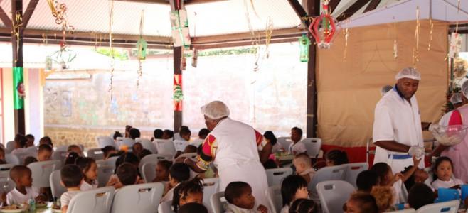 Repas de Noël dans les cantines des écoles de la ville