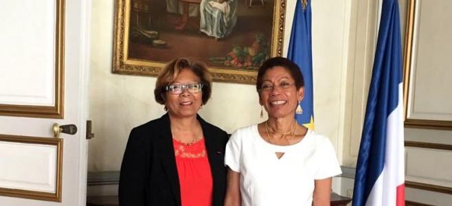 Séance de travail entre Marie-Laure Phinéra-Horth et Georges Pau-Langevin Ministre des Outre-Mer