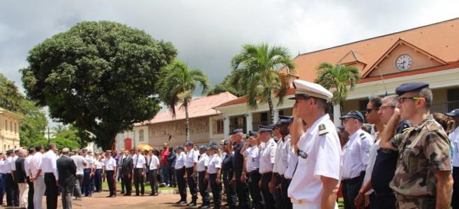 Une minute de silence en hommage au couple de policiers assassiné