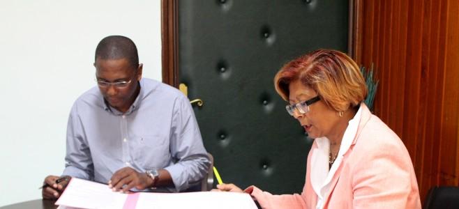 Signature de convention de partenariat du tour cycliste de Guyane 2016