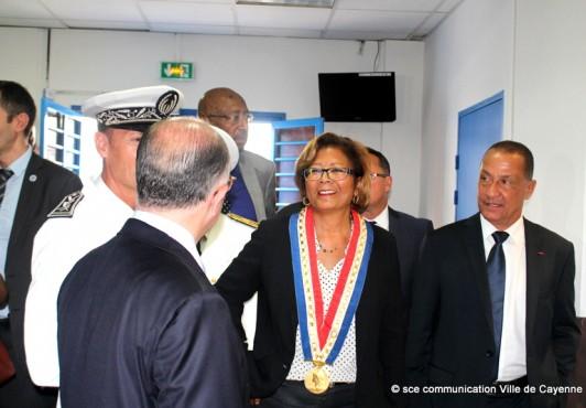 Bernard CAZENEUVE, le ministre de l'Intérieur, en visite à Cayenne