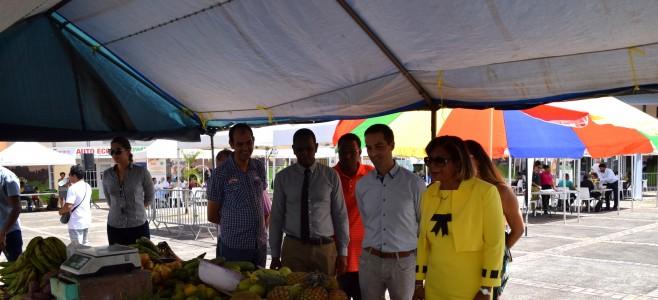 Inauguration du Marché de fruits et légumes à la Place des Roses de Mont-Lucas & Rendez-vous pour l'insertion professionnelle