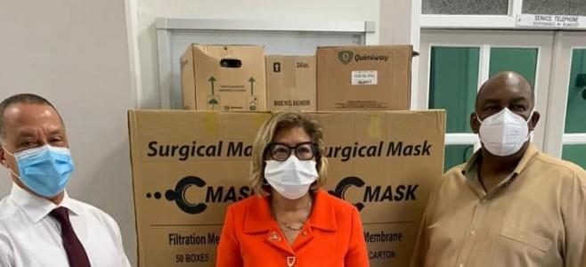 COVID-19 : Solidarité inter-collectivités, la CTG remet 30 000 masques à la ville de Cayenne