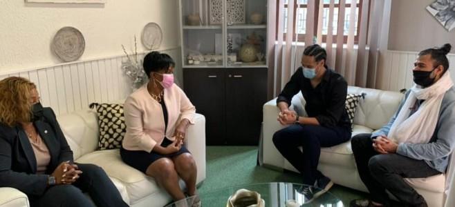 Le Maire de la ville de Cayenne rencontre Stany COPPET et Hasmine BAHALLA