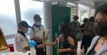 Pour la fête des mères, au vaccinodrome de l'Encre, la Ville de Cayenne offre des fleurs
